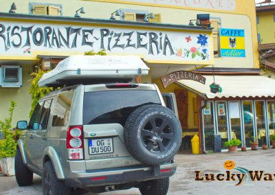 Italien Gardasee Roncone Ristorante Pizzeria Landrover Discovery 4 mit Dachzelt Autocamp Lucky Ways
