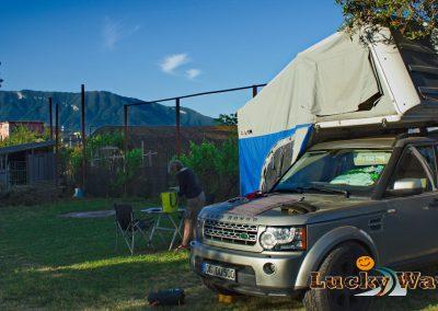 Italien Pompeji Area soster della famiglia ametrano Landrover Discovery 4 mit Dachzelt Autocamp Lucky Ways