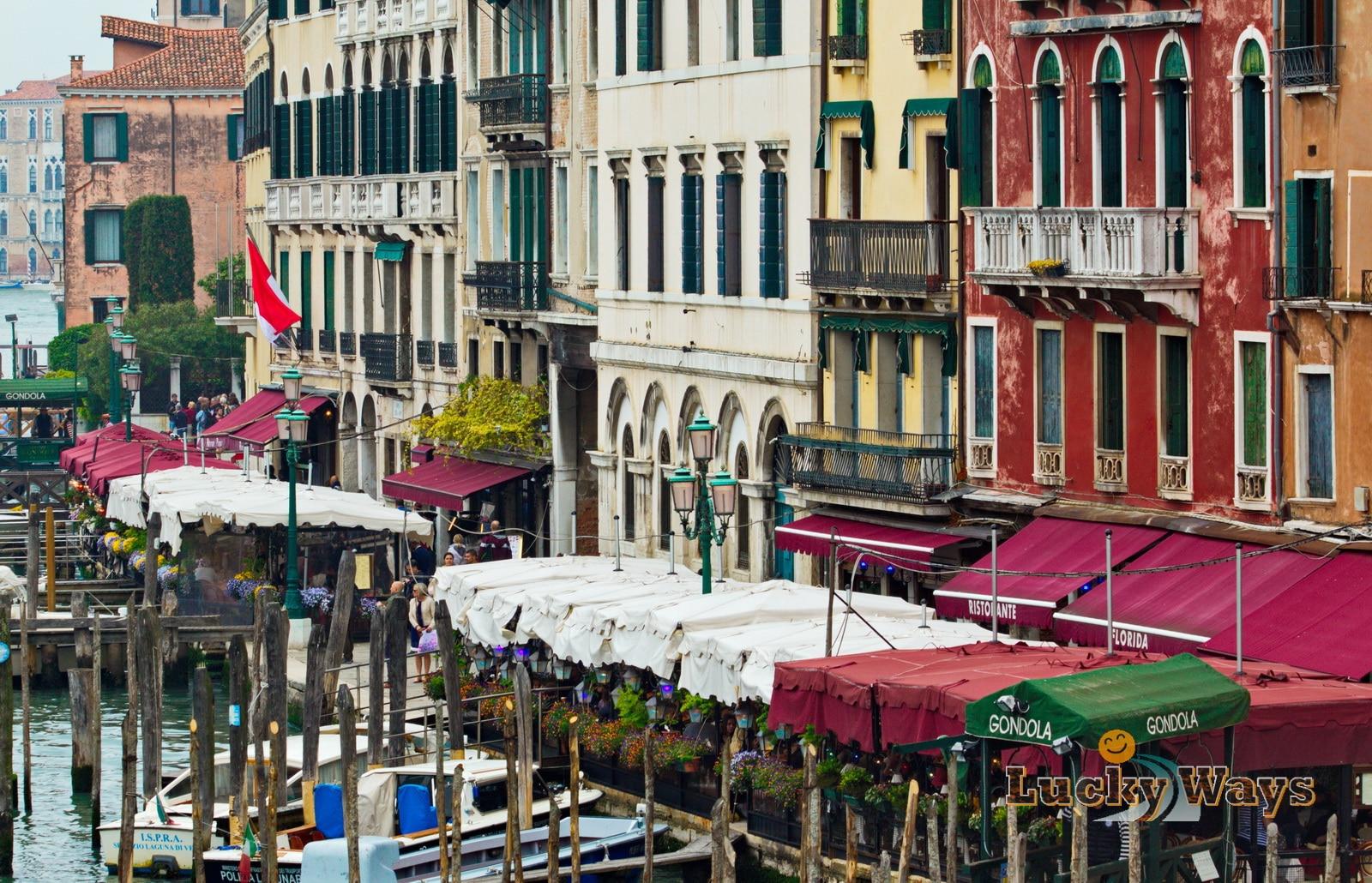 Italien Venedig Canale Grande Boote vor Restaurants