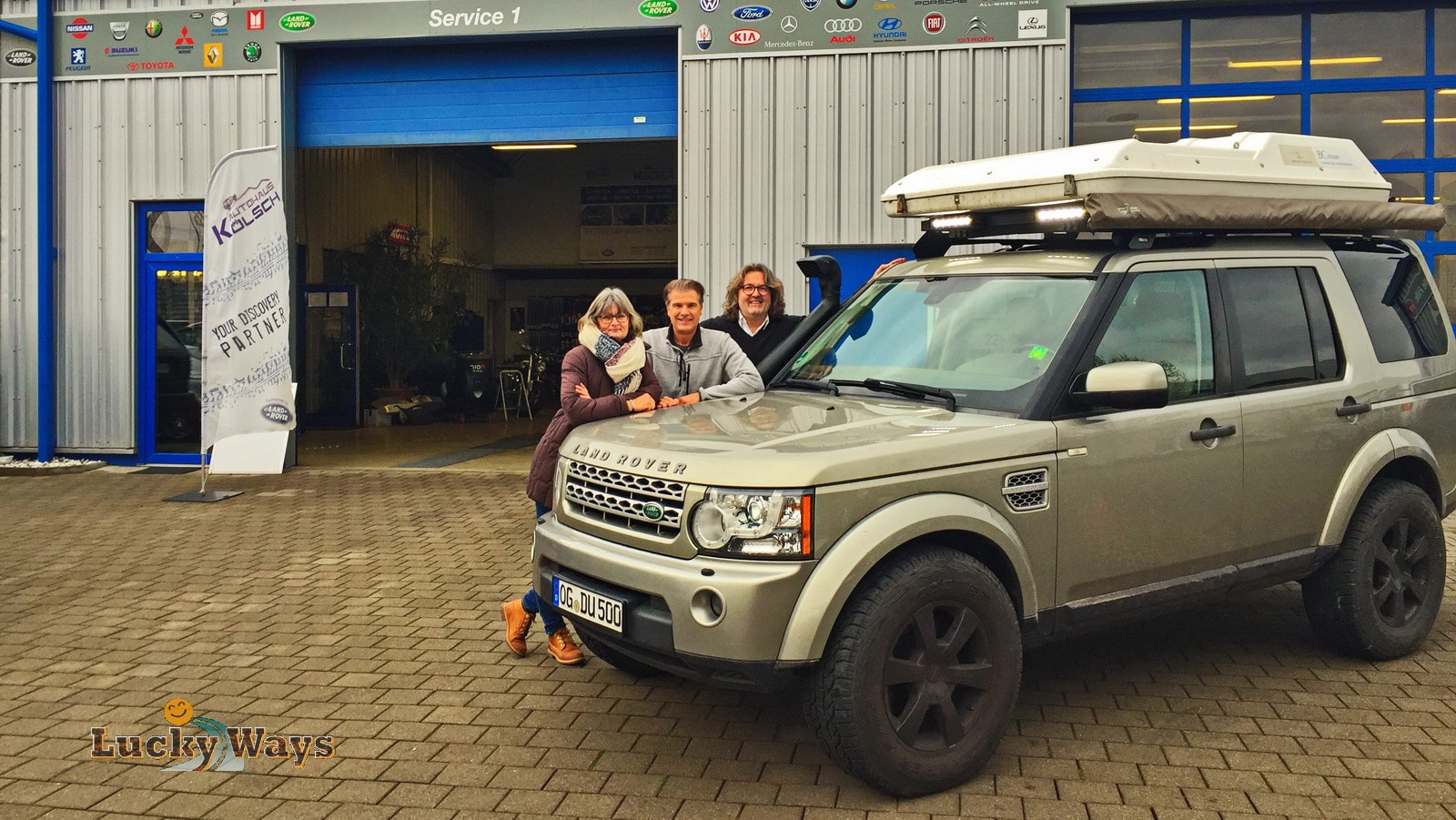 Landrover Discovery 4 im Autohaus Kölsch Frontansicht nach Umbau