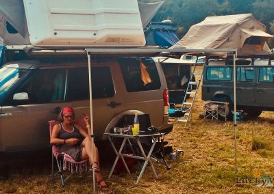 Adventure Southside Landrover Discovery mit Dachzelt auf Camp Area